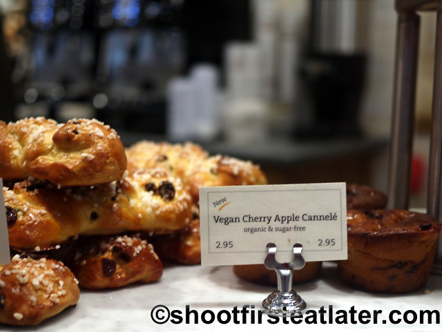 Le Pain Quotidien - pain au raisins & vegan cherry apple cannele