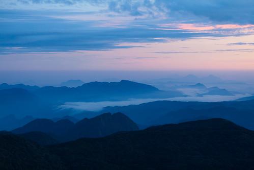 mountain fog sunrise mount srilanka ceylon adamspeak 日出 morningglow sripada 斯里兰卡 锡兰 亚当峰