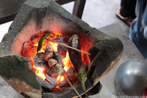 Roasting components of jeow mak keua (eggplant/aubergine dip)