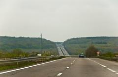 Sur l'A31, la frontière France/Luxembourg apparait au loin