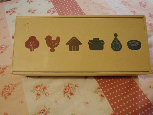 田原香滴雞精,拆掉最外層的包裝後的內盒包裝
