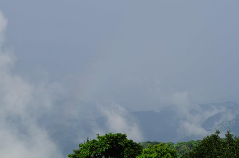 K-01 騎摩托車到山上拍,結果碰到雨