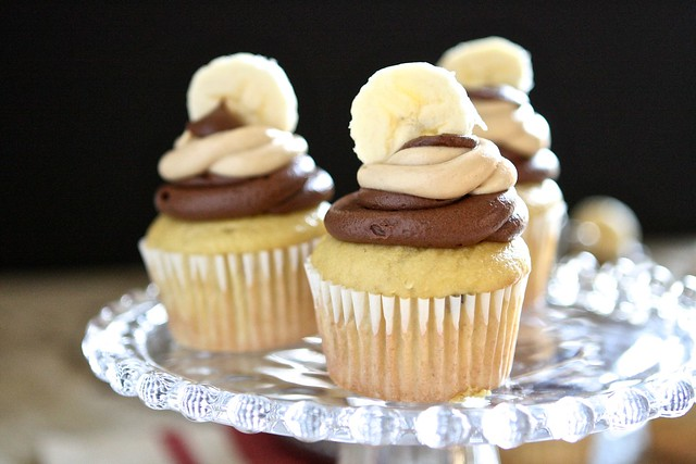 Banana Cupcakes with Chocolate and Penut butter Frosting