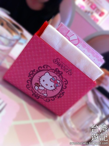 taiwan trip blog day 3 ximending zhongxiao fuxing sogo hello kitty sweets cafe miramar entertainment park 9