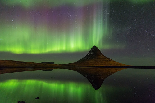 Mountain Kirkjufell, northern lights and it´s reflection