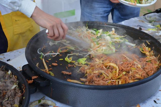 Berlin Cherry Blossom Festival Kirschbluetenfest Gaertens der Welt Erholungspark Marzahn_cooking chinese food