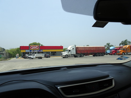 travel truck mexico store travelogue kenworth fillingstation tuxpan oxxo