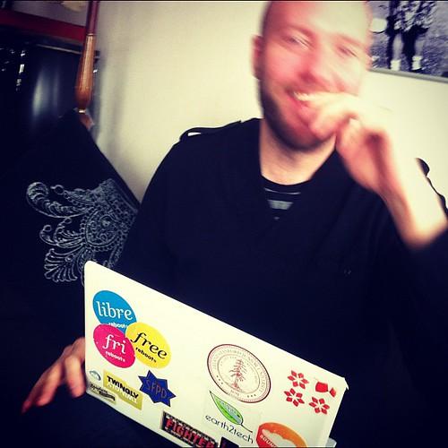 Helt sjukt. Jag provade att starta min trasiga vita macbook som dog våren 09. Den fungerade!