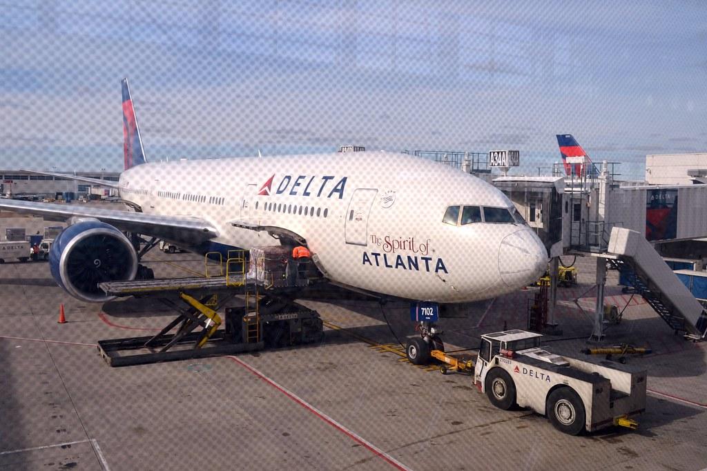 DELTA 777-200LR N702DN