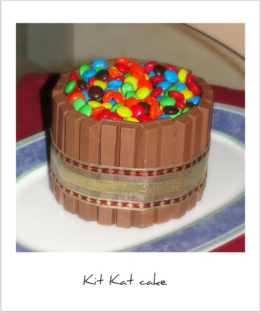 How To Make Kit Kats Stick To Cake