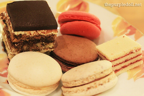 Plate - Biscuits and Macarons