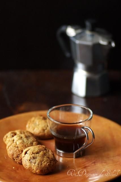 Chocolate and oatmeal cookies