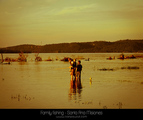 Family fishing - Santa Ana Misiones by IvanPawluk2