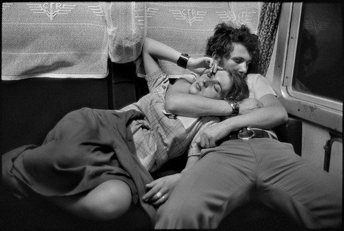 R_Henri Cartier-Bresson_In a train_© Cartier-Bresson Magnum Photos Contrasto by Comune Reggio Emilia