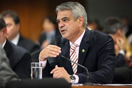 27/03/13 | Senador Humberto Costa PT/PE fala durante sessão da Comissão de Constituição e Justiça. Foto: André Corrêa / Liderança do PT no Senado.