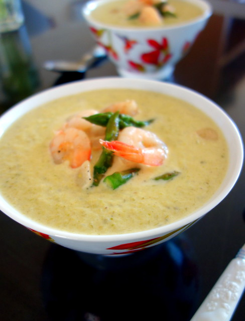 Aspargus soup with shrimps