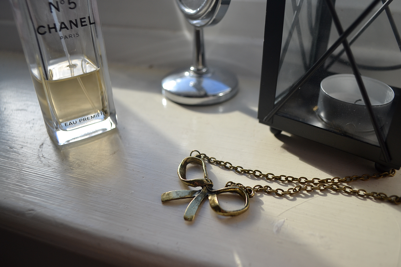 daisybutter - UK Style Blog: brass necklace, jewellery, brass bow necklace, chanel eau premiere perfume