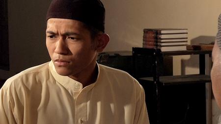 Johan Asari sebagai Aiman