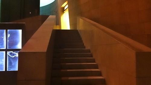 Escaleras de acceso al Restaurante Nerue