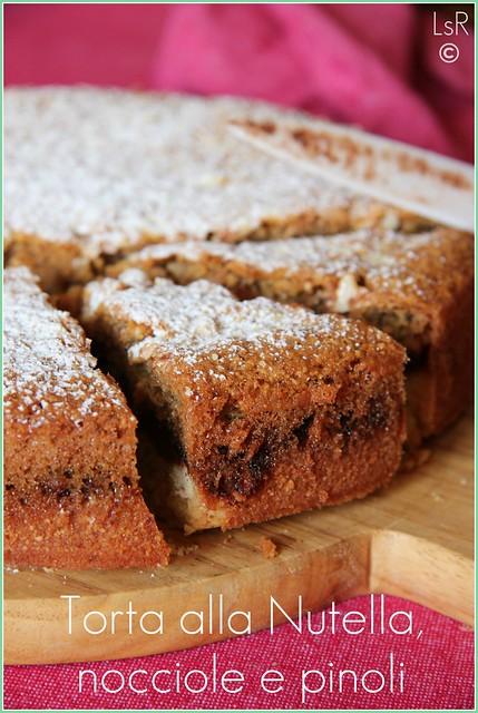 torta alla nutella, nocciole e pinoli