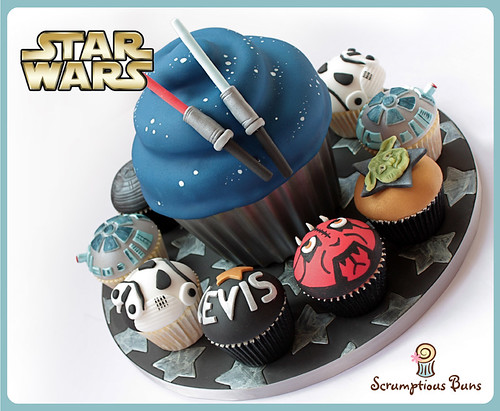 Star Wars Giant Cupcake by Scrumptious Buns (Samantha)