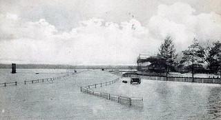 Champ de courses lors de la crue de mai 1907