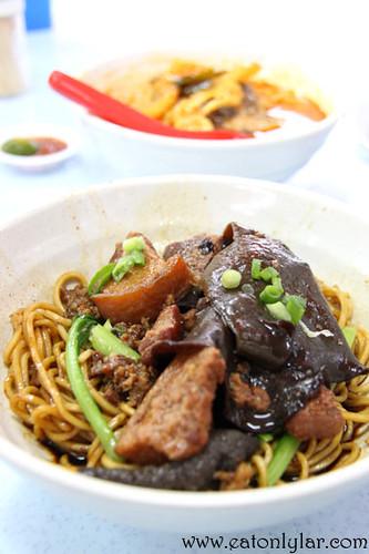 Dry Fried Meat Noodles (干捞炸肉面), Restoran Fatty Mok Hakka Yong Tau Foo