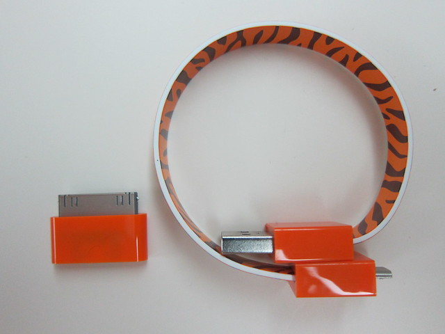Mohzy Loop Micro USB & iPhone Cable - Package Contents