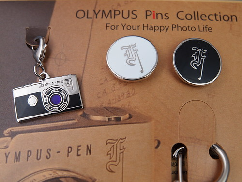OLYMPUS Pins Collection - PEN F チャームとピンバッジ