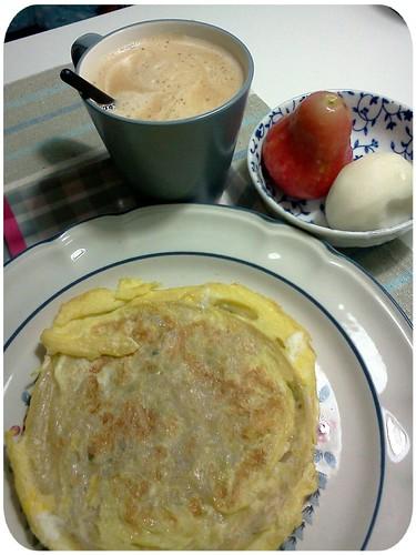 週日早午餐 ::: 蔥油餅加蛋+熱榛果豆漿拿鐵+蓮霧+印度棗...吃完這頓要開始閉關工作了 by 南南風_e l a i n e