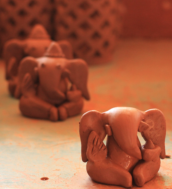 Production line, clay Ganesh statues