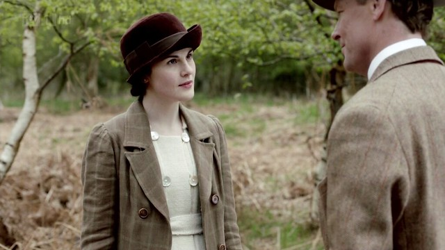 DowntonAbbey_Mary_tancheckedcoat_ivoryknitteddress