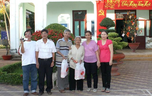 Chúc Tết cô Ba Thọ tại TT dưỡng lão TPHCM nhân dịp Xuân Nhâm thìn 2012