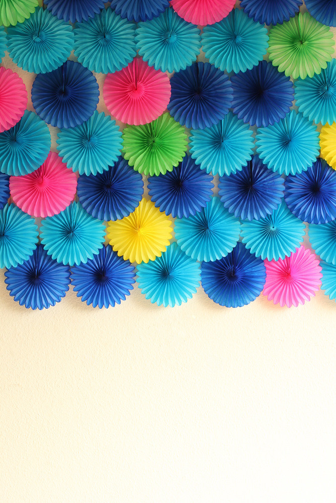 a paper fan party backdrop is my fave (guest post from jenny