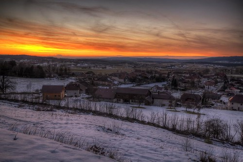canon eos 7d sigma 1020mm hdr photomatix nature paysage landscape france franchecomté gouxlesusiers neige snow ville city town sky nuages clouds sunset coucher soleil sun colors couleurs orange wideangle philippesaire night pwwinter photo photography ciel