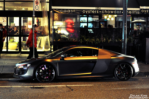 Matte black Audi R8 [Explored]