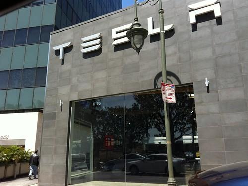 Ante la sede de #TESLA en Santa Mónica, California