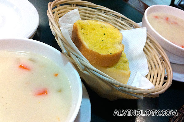Mushroom soup and garlic bread