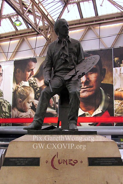 Philip Jackson Sculpture of Terence Cuneo in Waterloo station IMG_2326