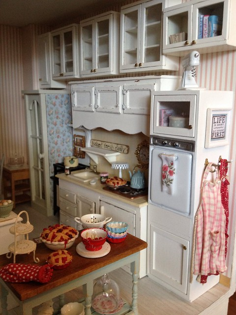 Cabinets are hung 1 12 scale dollhouse kitchen by for Lifestyle kitchen units
