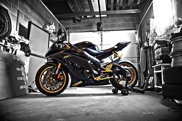 Yamaha R6 Raven Edition Photos