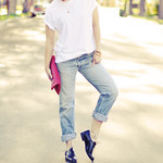 cuffed jeans and  a  t shirt - oxfords and zipper  clutch