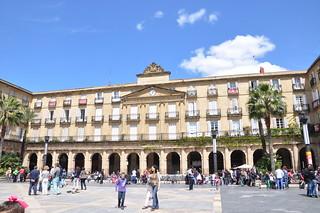 http://hojeconhecemos.blogspot.com/2012/05/plaza-nueva-bilbao-espanha.html