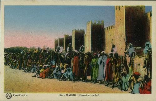 Des guerries devant les remparts de Taroudant