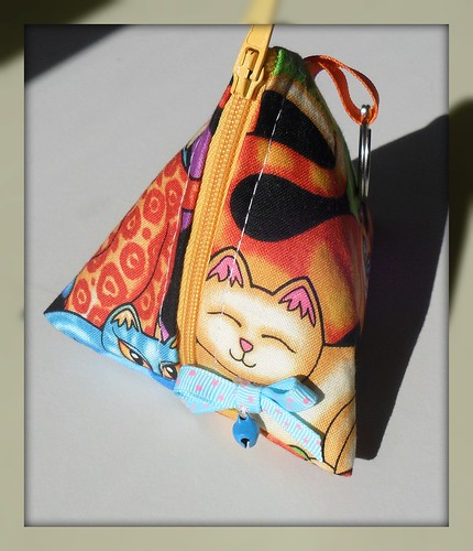Bolsa triagular gatos coloridos by Fuxiquices-da-isa