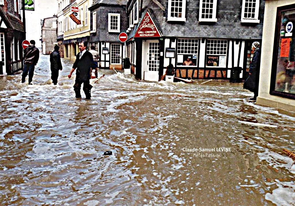 bas-quartier d'Etretat inondés par la marée lors de la tempête du 26 février 1990 météopassion