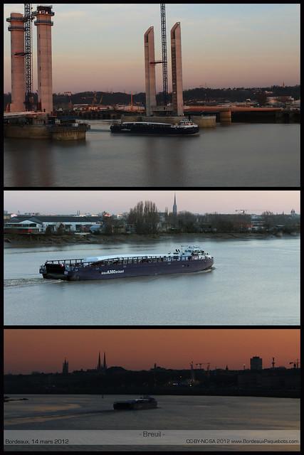 Chargés sur une barge, Breuil ou Brion, les éléments remontent la Garonne et traversent Bordeaux, mars 2012 - ©www.BordeauxPaquebots.com