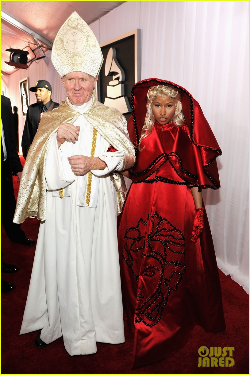 nick-minaj-grammy-awards-2012-02