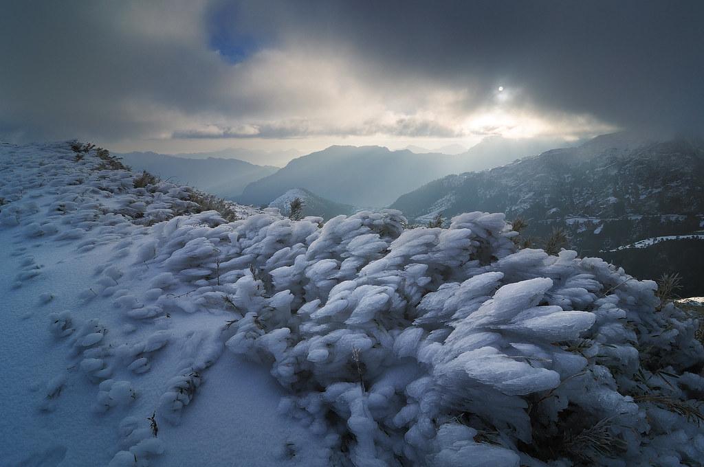 雪中露臉的陽光