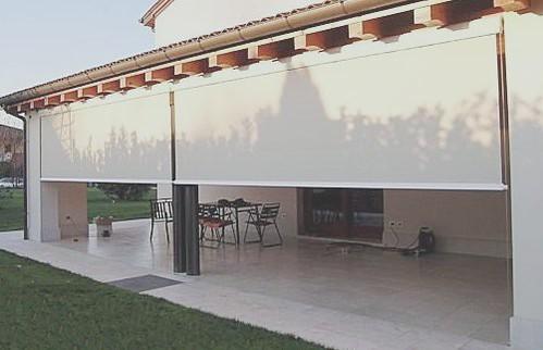 Tipos de toldos para terrazas y balcones arkigrafico for Cortinas para exterior